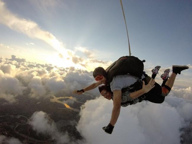 Salto en paracaídas: ¡adrenalina y libertad puras!