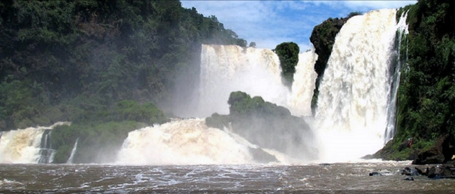 Salto Monday, Represa y Refugio Tatí Yupí