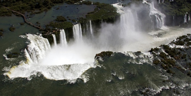 En découvrant les magiques chutes  - Iguazú / Foz do Iguacu /  - Iemanja