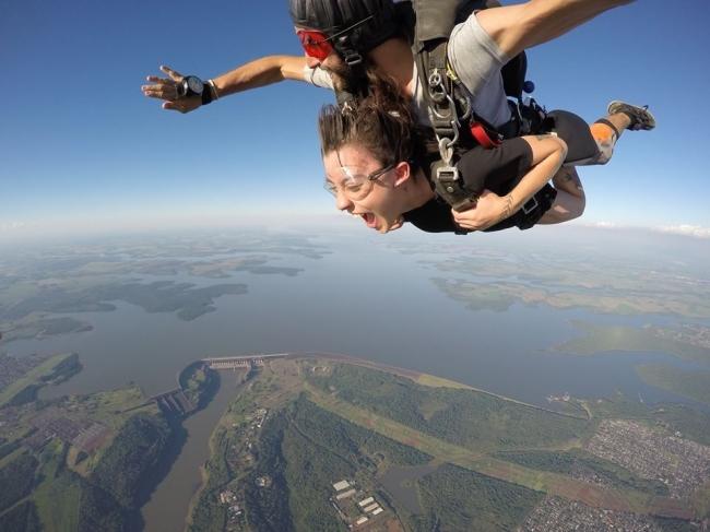 Salto em paraquedas